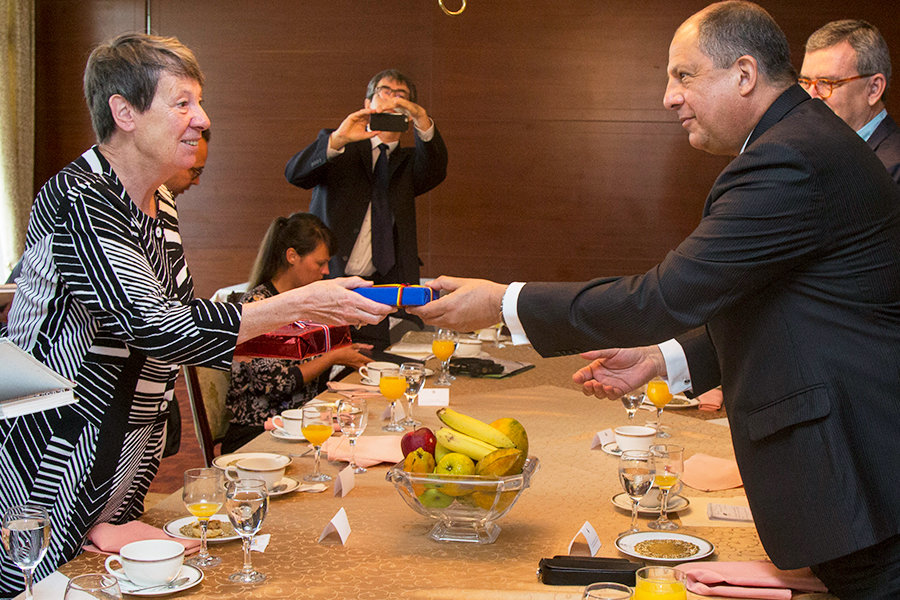 Germany's Environment Minister Barbara Hendricks and President Luis Guillermo Solís. June 19, 2017.