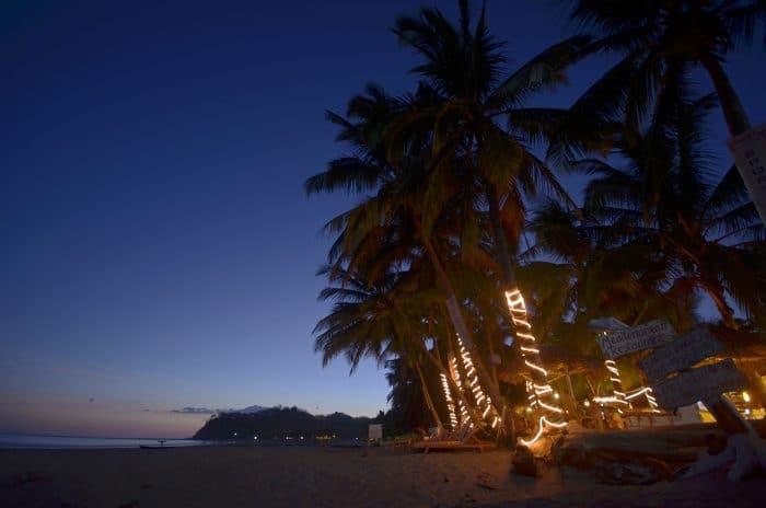 Sámara Beach at night