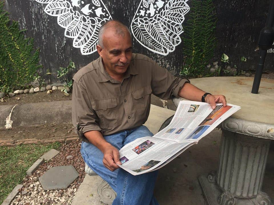 Costa Rican artist Adrián Gómez reads The Tico Times on March 15, 2018.