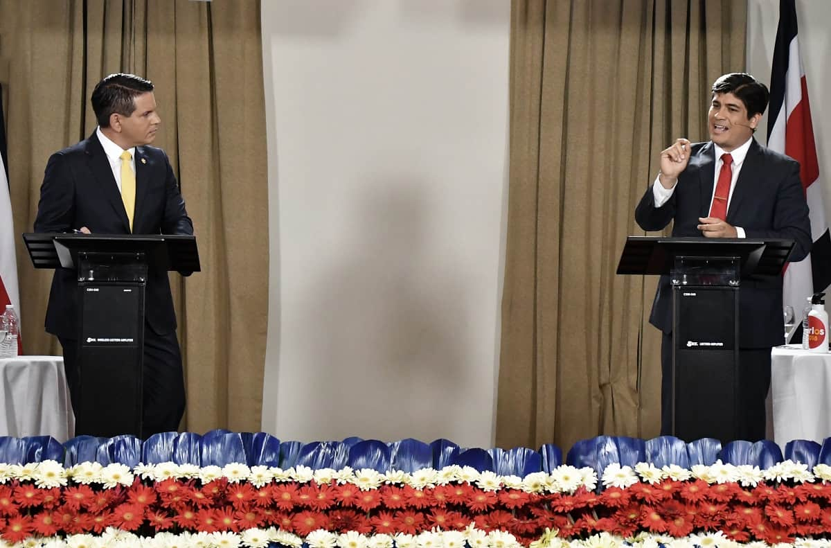 Costa Rican presidential candidate Fabricio Alvarado (L) of National Restoration (RN) and Carlos Alvarado (R) of Costa Rica's governing Citizen Action Party (PAC), participate in the Grupo Extra debate ahead of the country's 2018 presidential runoff in San José, Costa Rica, March 19, 2018.