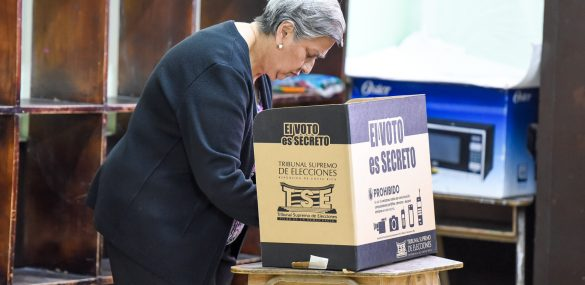 A woman votes in Costa Rica's Municipal Elections in February 2016.