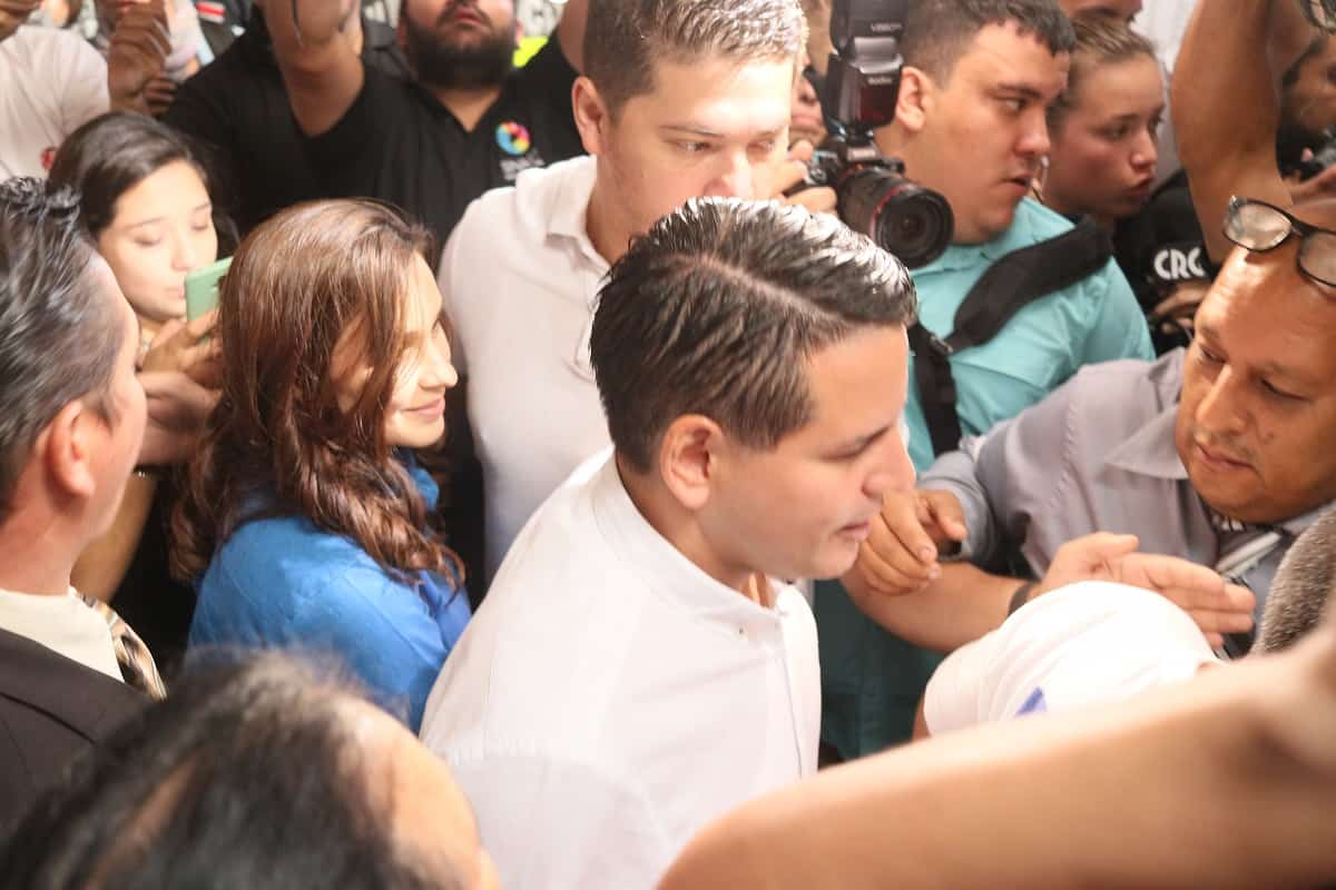 Fabricio Alvarado and Laura Moscoa in Calle Fallas de Desamparados, Costa Rica.