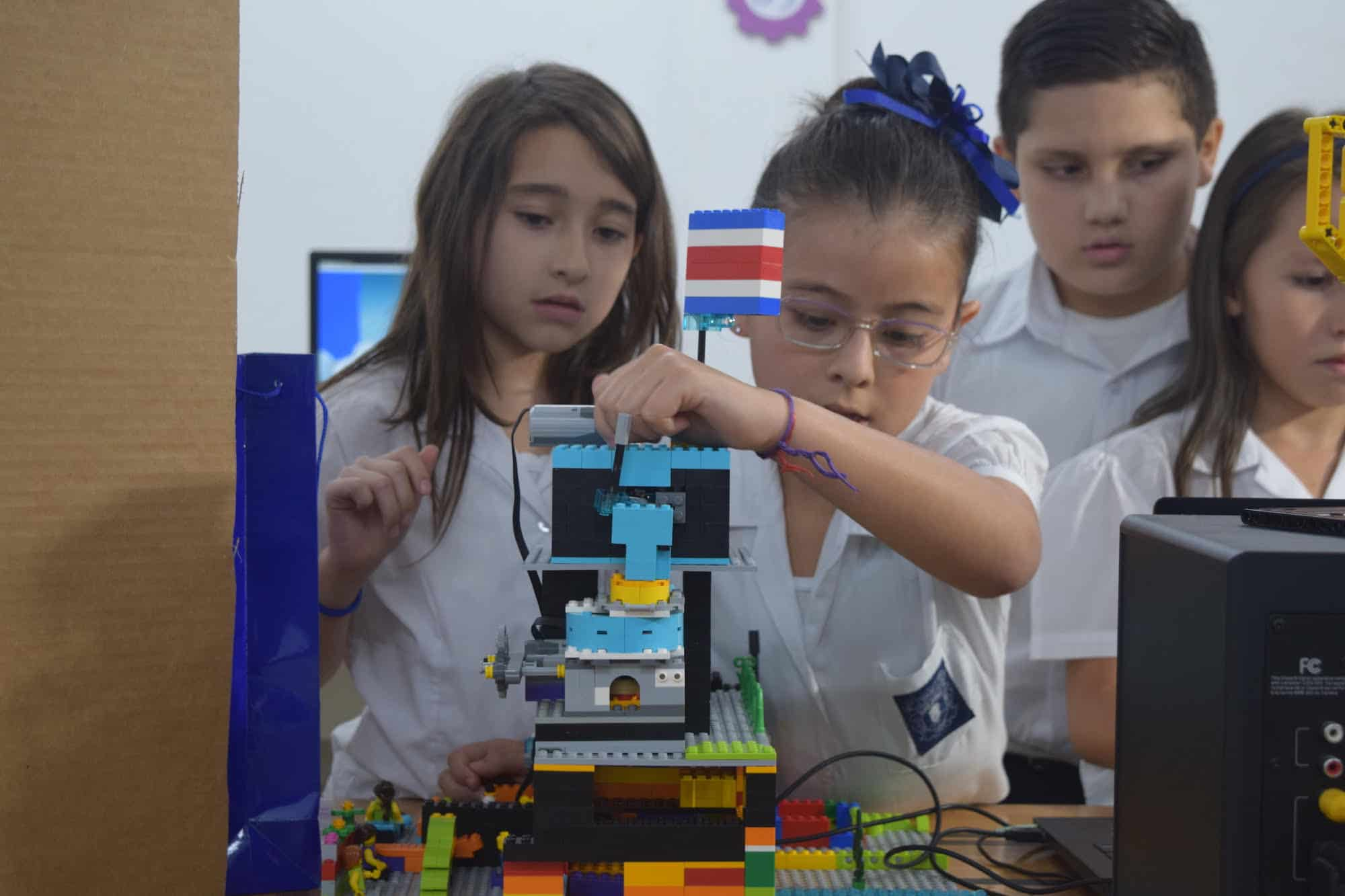 Six third-graders from Costa Rica will represent the country at an international technology championship in Houston, Texas.