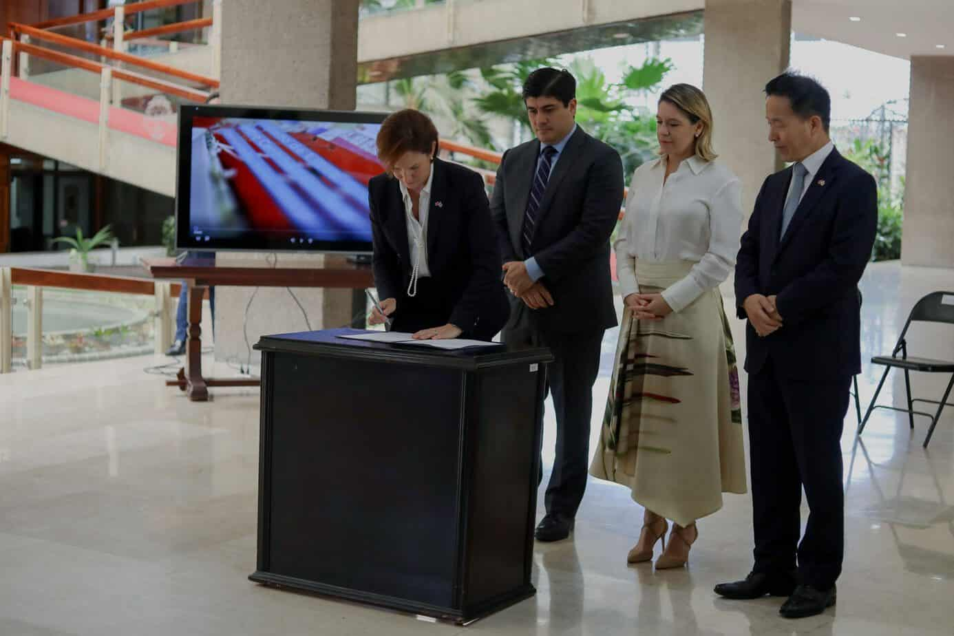 Costa Rica enters into free-trade agreement with South Korea
