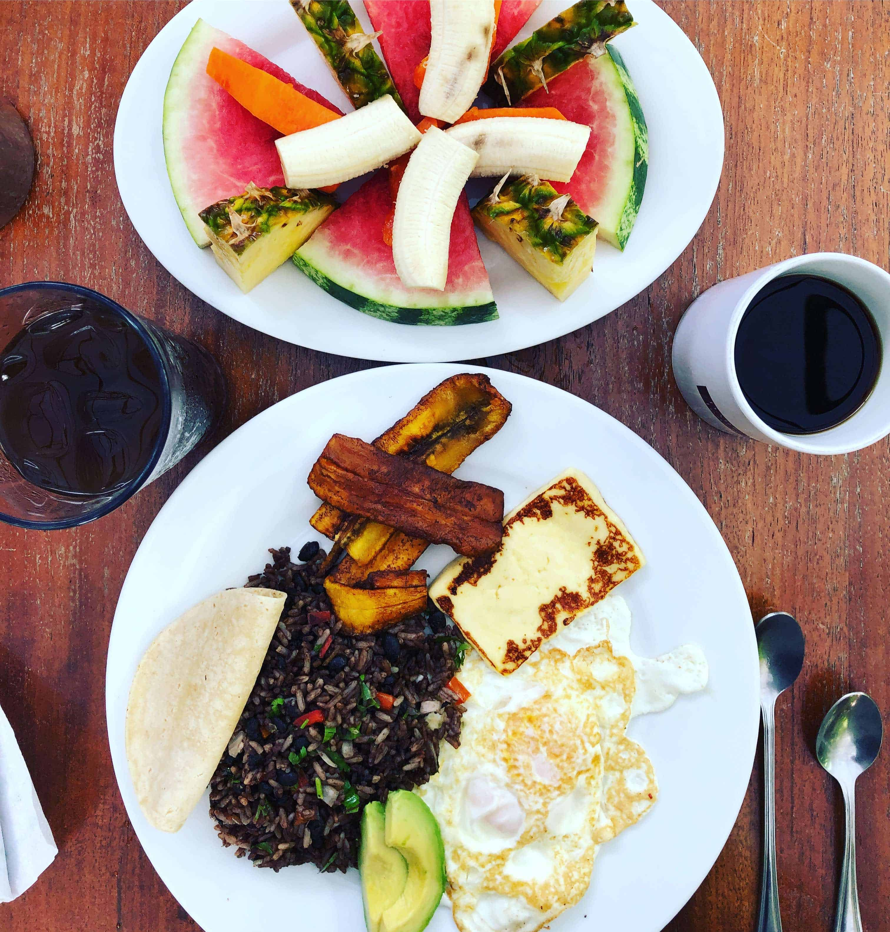 Gallo pinto and fruit