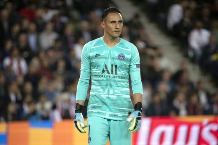 Keylor Navas excellent, but leaves with injury as PSG advances in Champions League
