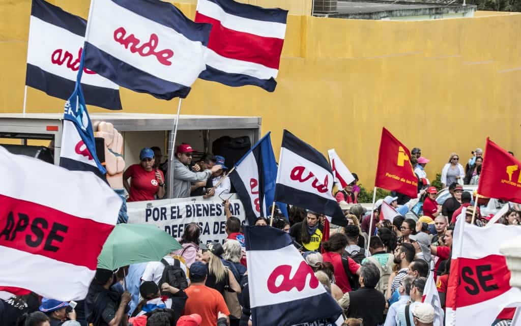 Workers protests outside Costa Rica's Legislative Assembly