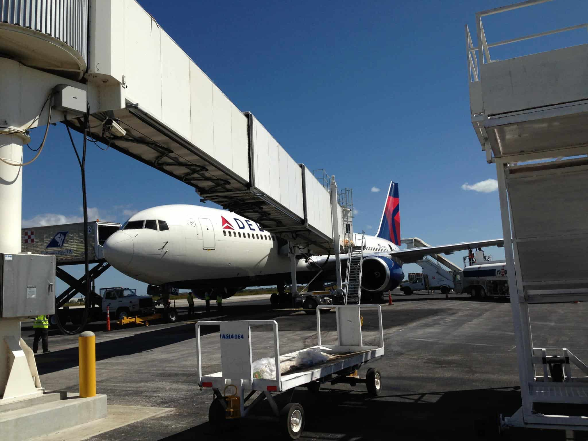 Delta airplane at Liberia International Airport