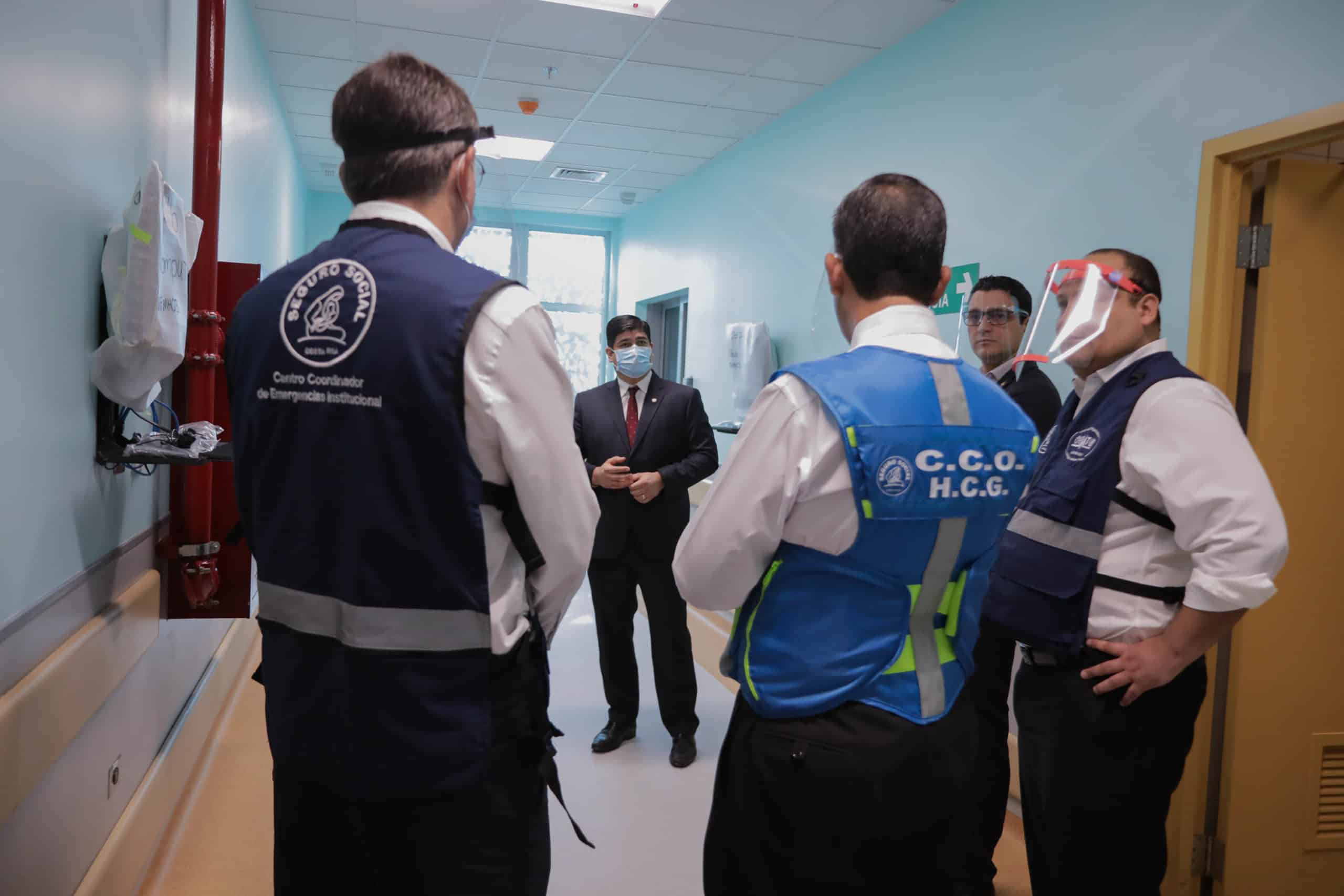 President Carlos Alvarado and health authorities at Calderón Guardia Hospital in San José, Costa Rica