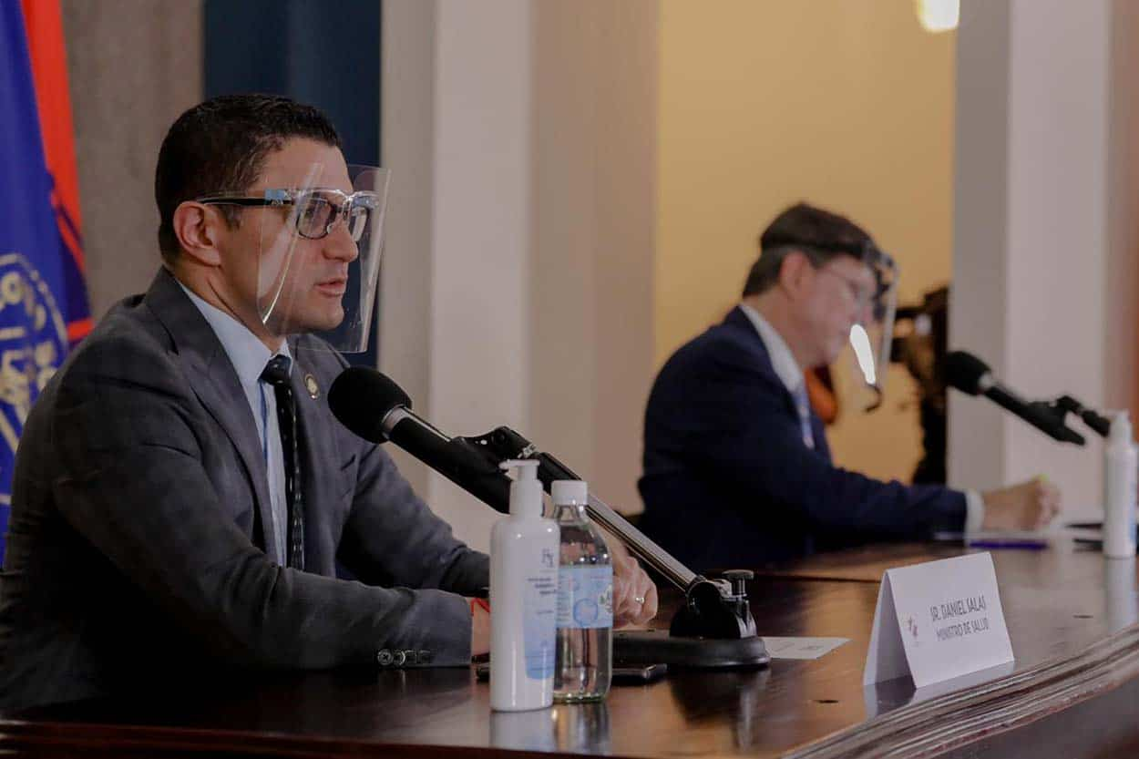 Daniel Salas and Román Macaya at the coronavirus press briefing on July 20, 2020.
