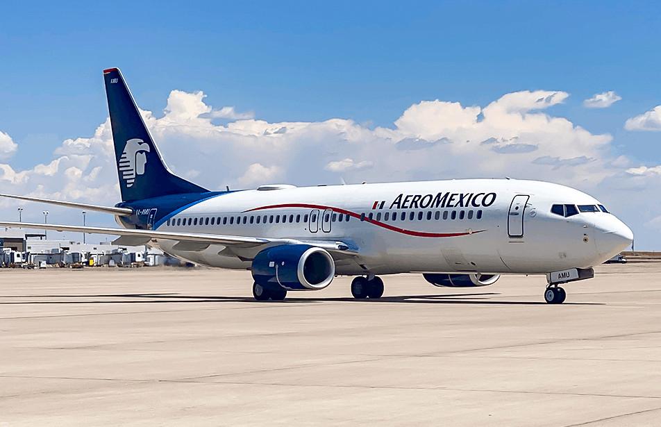 An AeroMexico plane