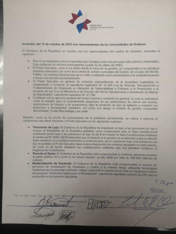 An image of the signed agreement in Guatuso.