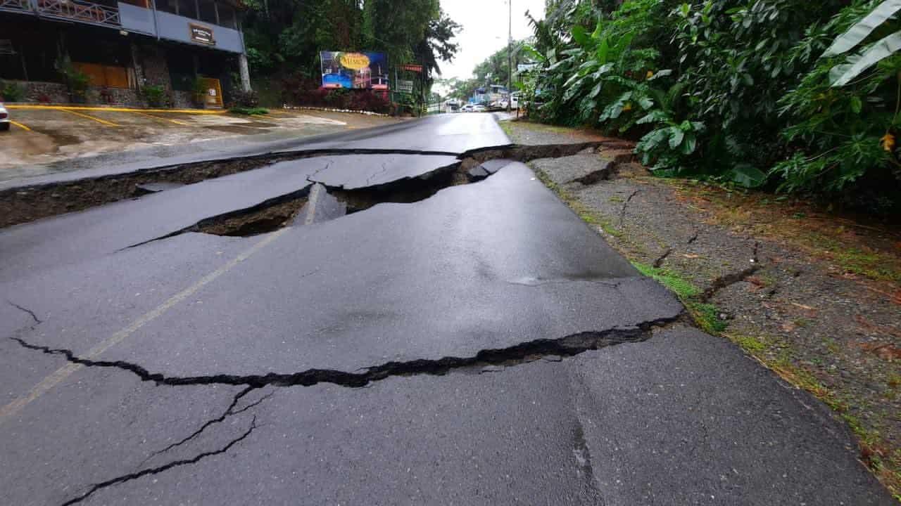 Road damage related to Hurricane Eta in Quepos, Puntarenas, near Manuel Antonio National Park.