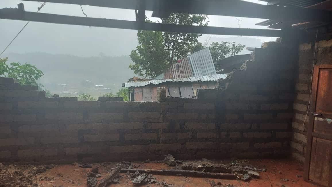 A collapsed wall in San Siguan, Cunén, Quiché, due to Eta.