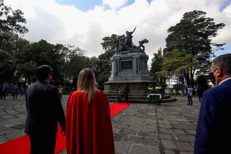 Carlos Alvarado and Claudia Dobles at the National Monument in San José, Costa Rica.